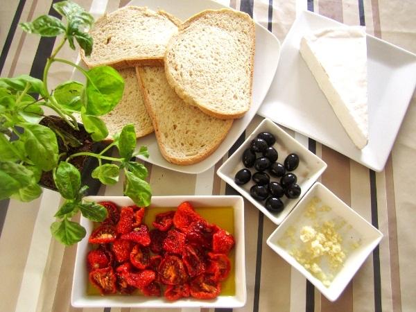 crostini-de-tomates-queso-y-albahaca (1)