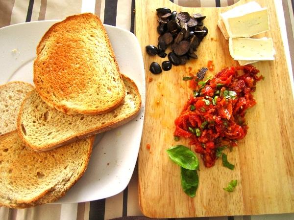 crostini-de-tomates-queso-y-albahaca (4)