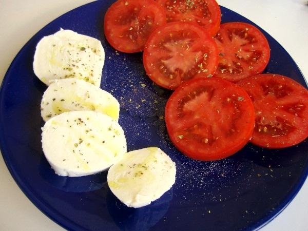 ensalada-queso-tomate-y-albahaca (1)