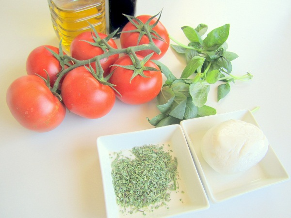 ensalada-queso-tomate-y-albahaca